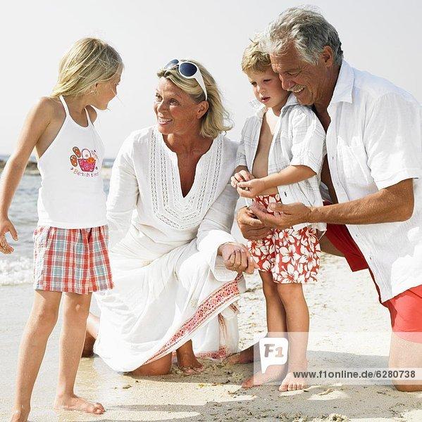 Strand  Großeltern  Enkelkind