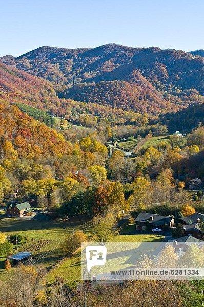 Vereinigte Staaten von Amerika USA Sommer über Tal bunt Indianer Nordamerika Ansicht Great Smoky Mountains Nationalpark UNESCO-Welterbe Laub Tennessee