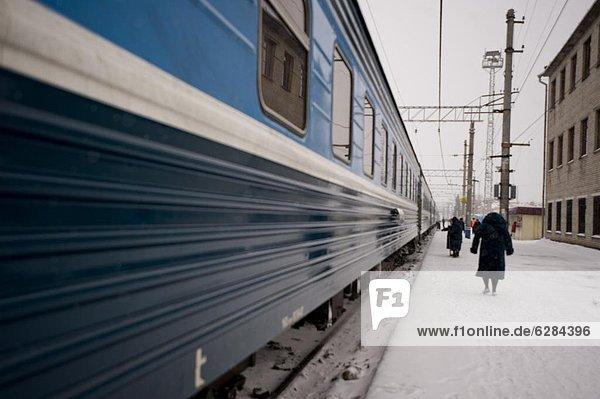 Europa  unterhalb  Eis  entfernen  entfernt  Russland  Sibirien  Schnee  Zug
