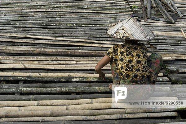 Fußboden Reparieren ~ Asien bambus boden fußboden malaysia reparieren sarawak stamm