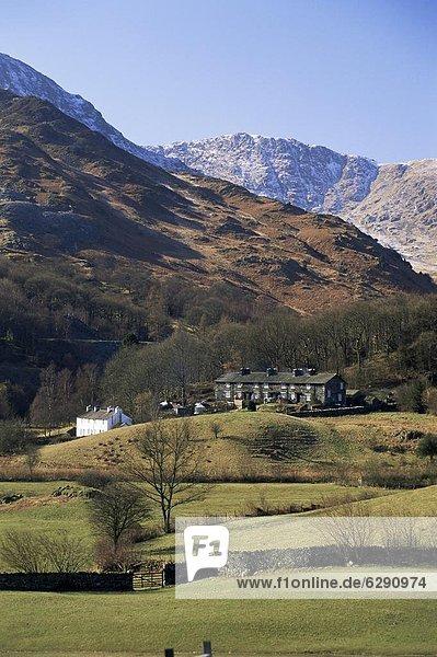 Europa Berg Feld Ansicht Landhaus bedecken Cumbria England Schnee