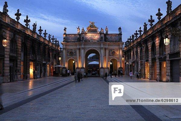 Frankreich  Europa  Abend  Brücke  Ansicht  UNESCO-Welterbe  Lothringen  Nancy