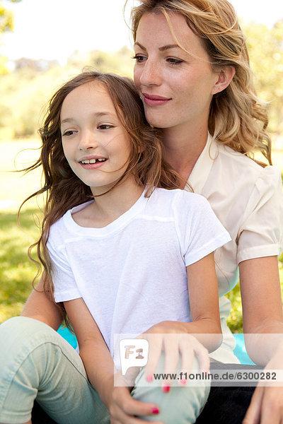 Mutter und Tochter Außenaufnahme