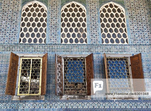 Fenster Jalousie Innenhof Hof Istanbul Türkei