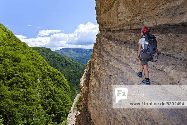 Klettersteig Italien : Europa iblles gardaseegebiet italien trentino kletterer