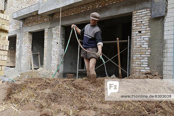 stehend Wasser Wohnhaus Stadt frontal mischen China Phantasie Baustelle Asien Schlamm neu Seidenstraße