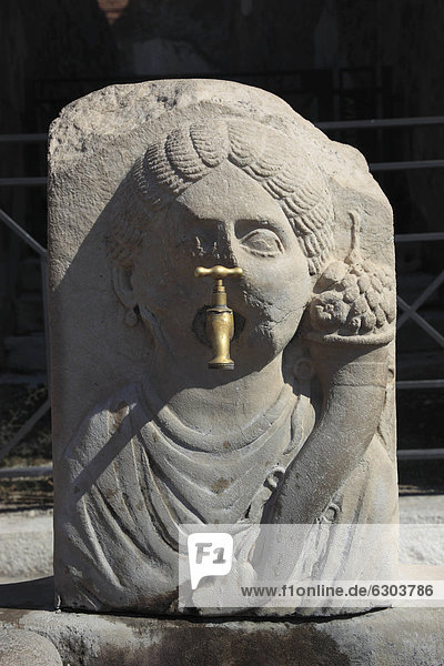 Der Brunnen des Überflusses in der Via dell' Abbondanza  Pompeji  Kampanien  Italien  Europa
