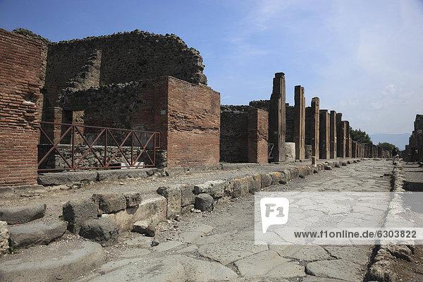 An der Via della Abbondanza  Pompeji  Kampanien  Italien  Europa