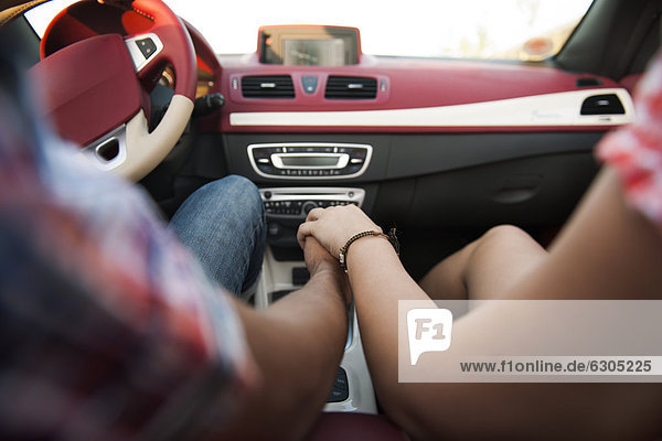 Young Couple Holding Hands In Cabriolet 20120824baiy14 F1online