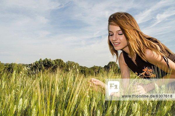 Fröhlichkeit  Entspannung  Feld  Weizen  Mädchen  hübsch