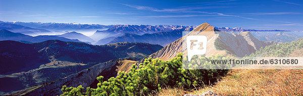 Zillertaler Alpen und Hinteres Sonnwendjoch  Tirol  Österreich Zillertaler Alpen und Hinteres Sonnwendjoch, Tirol, Österreich