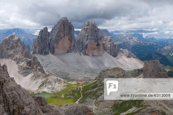 Berglandschaft mit Drei Zinnen  Dolomiten  Südtirol  Italien Berglandschaft mit Drei Zinnen, Dolomiten, Südtirol, Italien