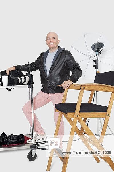Senior Senioren Portrait Fröhlichkeit Fotograf Länge Studioaufnahme Gegenstand voll