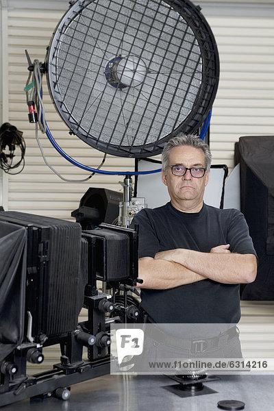 stehend  überqueren  Portrait  Technischer Beruf  Studioaufnahme