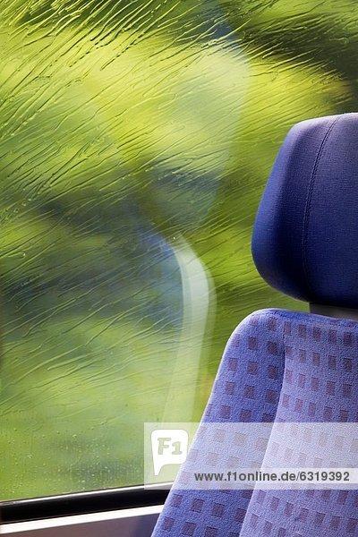 Fenster  Regentropfen  Deutschland  Rheinland-Pfalz  Zug