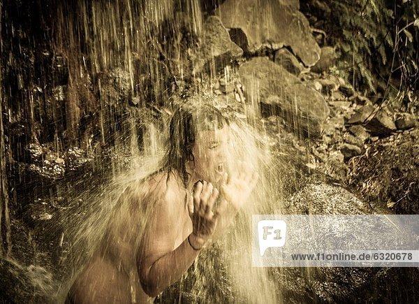 Berg  Kälte  wandern  Wasserfall  Kanaren  Kanarische Inseln  Großmutter  Spanien