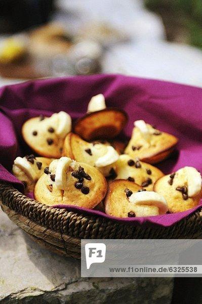 Mini-Muffins mit Chocolate Chips & Bananenscheiben