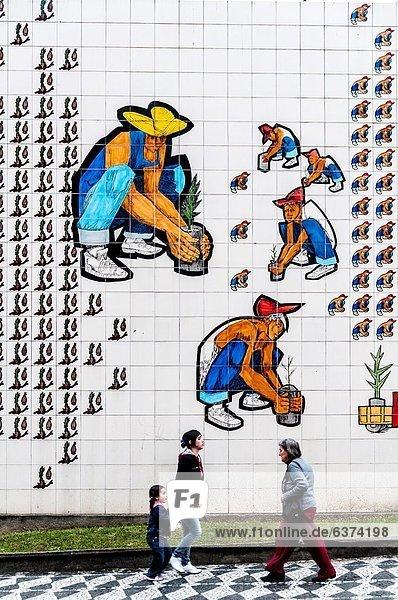 Städtisches Motiv  Städtische Motive  Straßenszene  Straßenszene  Amerika  Wand  Dekoration  streichen  streicht  streichend  anstreichen  anstreichend  Kachel  Brasilien