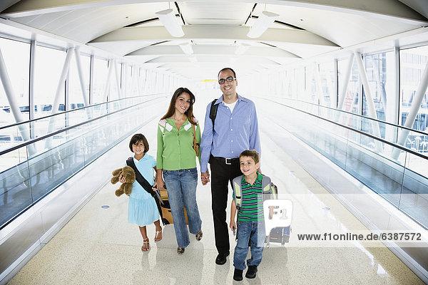 gehen  Hispanier  Flughafen