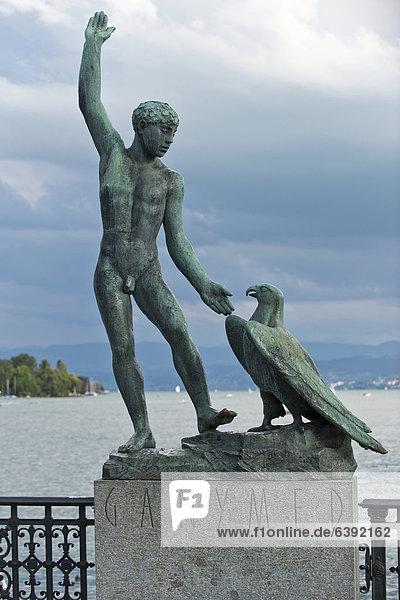 Ganymed Statue vor dem Zürichsee am Bürckliplatz in Zürich  Schweiz  Europa