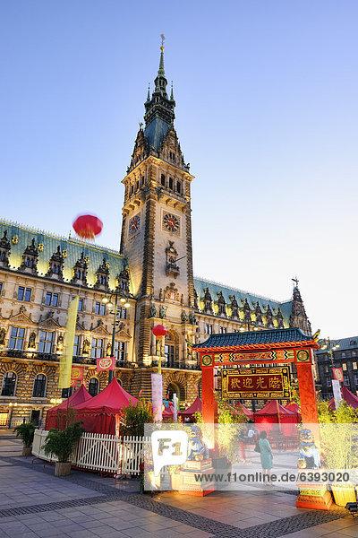 Chinesischer Markt auf dem Rathausmarkt zur China Time 2012 in Hamburg  Deutschland  Europa