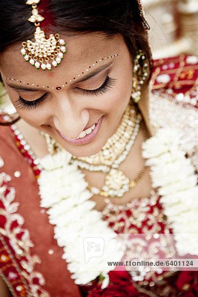 Frau  Hochzeit  Tradition  lächeln  Kleidung  Indianer