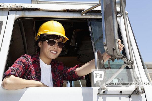 sitzend  Industrie  arbeiten  berichtigen  Lastkraftwagen  Spiegel