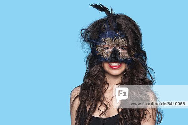 Portrait  Frau  über  Hintergrund  blau  jung  Kleidung  Maske  exotisch