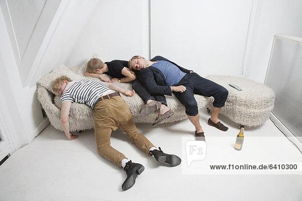 Freundschaft  Couch  Party  schlafen  betrunken