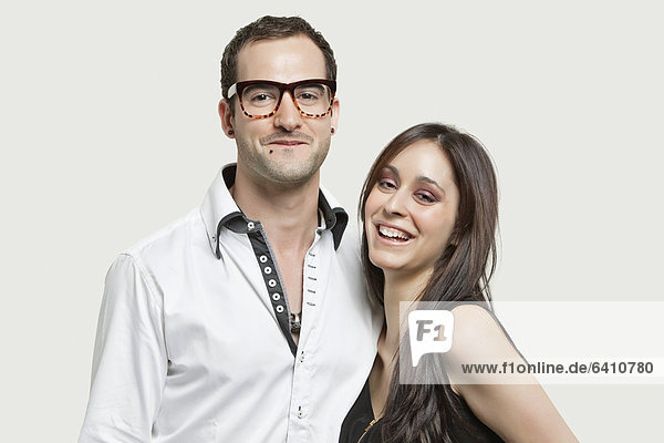 Zusammenhalt Portrait grau lächeln Hintergrund jung