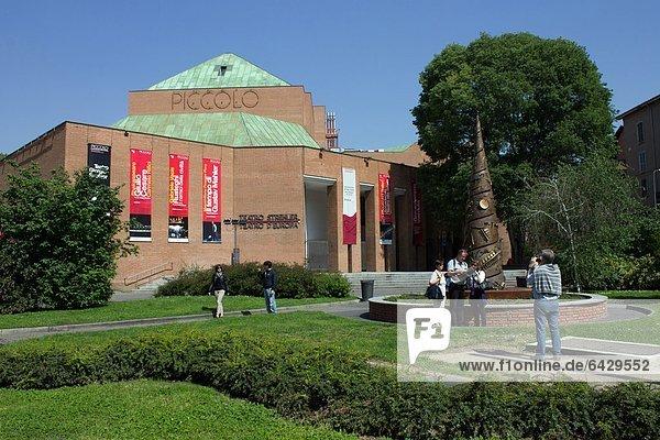 Italien  Lombardei  Mailand das Piccolo-Teatro  Arnaldo Pomodoro-Skulptur