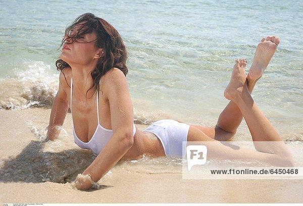 Junge Frau in Bikini