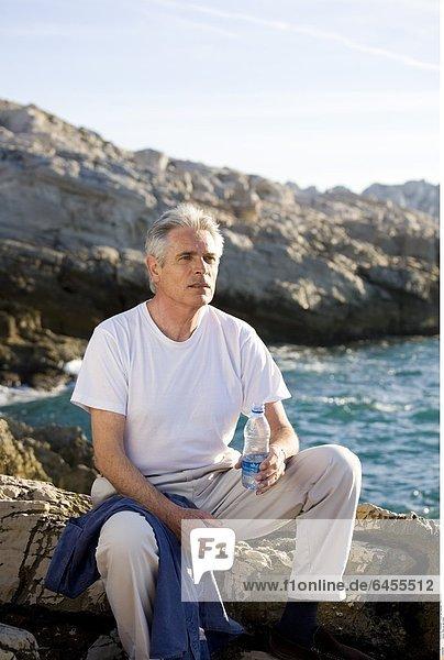 Mann an der Küste