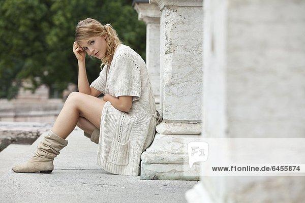 Junge blonde Frau  Portrait