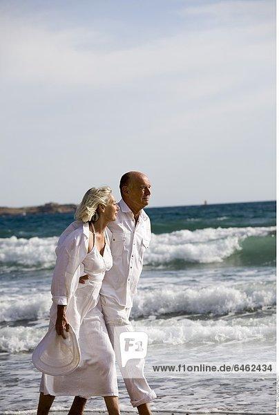 Älteres Paar an der Küste *** Local Caption ***