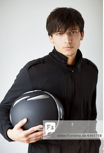 Teenager mit Motorradhelm *** Local Caption ***
