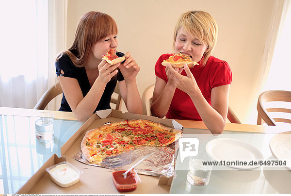 1244738 indoor flat room people woman mature 40-45 blonde mother daughter women girl 20-25 young smile smiling blouse black blouses turtleneck red glass mineral water diet close up rest relax eat pizza piece pieces plate horizontal sauce