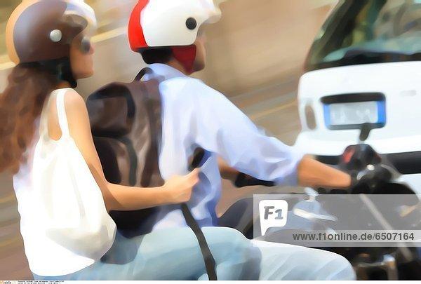 Ein Paar auf einem Motorroller *** Local Caption ***