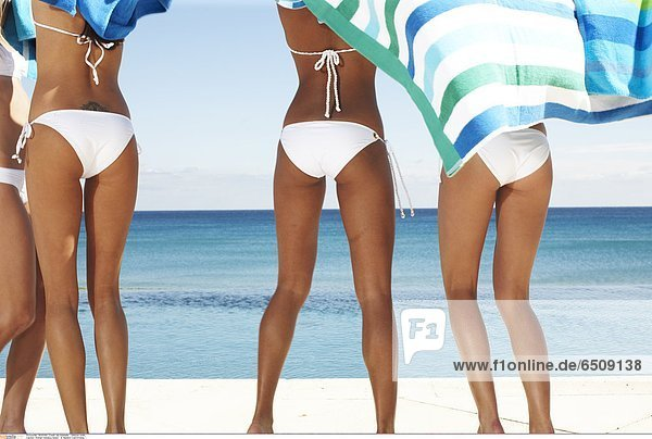 Women holidays beach © Maillard Colin/Oredia