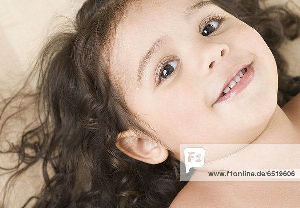 hoch  oben  nahe  Portrait  lächeln  klein  Mädchen