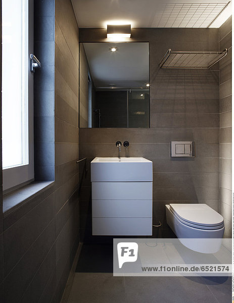 Mandatory Credit: Photo by Kilian O'Sullivan / View Pictures / Rex Features ( 880893a ) Private house daytime photograph of bathroom London Greater London Architect: Thompson Baroni Architects ARCHITECTURAL STOCK