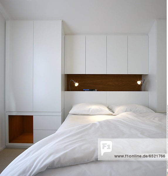 Mandatory Credit: Photo by Kilian O'Sullivan / View Pictures / Rex Features ( 880891a ) Private house daytime photograph of bedroom London Greater London Architect: Thompson Baroni Architects ARCHITECTURAL STOCK