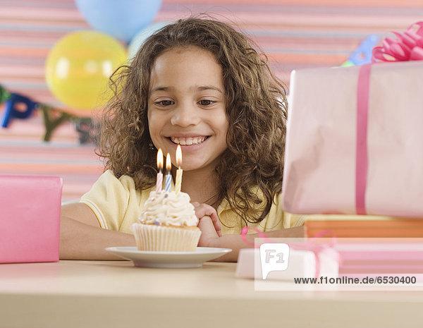 beleuchtet  Party  Geburtstag  Kerze  jung  cupcake  Mädchen