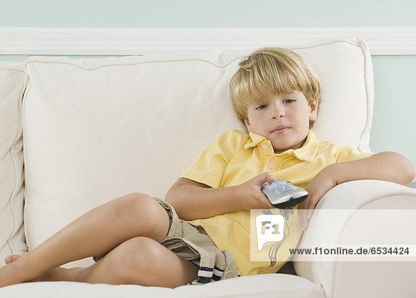 Überprüfung  Couch  zeigen  Junge - Person  jung