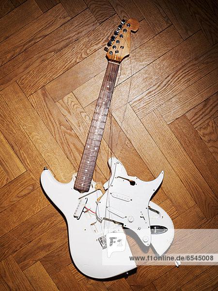 hoch  oben  Studioaufnahme  Gitarre  Ansicht  Flachwinkelansicht  Elektrische Energie  Winkel  zerbrochen