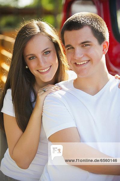 USA  Texas  Junge und Mädchen lächelnd  Portrait
