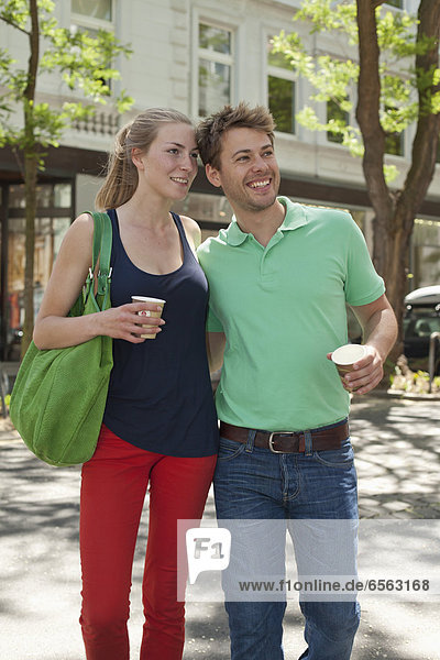 Germany  North Rhine Westphalia  Duesseldorf  Couple with coffee cup  smiling