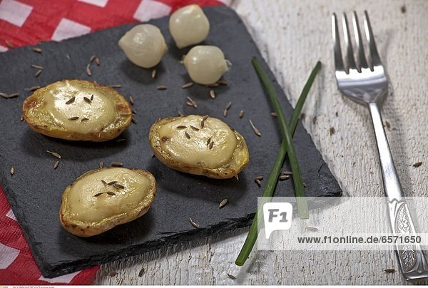 Ein klassisches schweizer Essen: Kartoffeln mit geschmolzenem WeichkŠse.