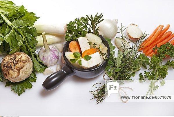 Zubereitung und Zutaten fŸr eine frische GemŸsebrŸhe