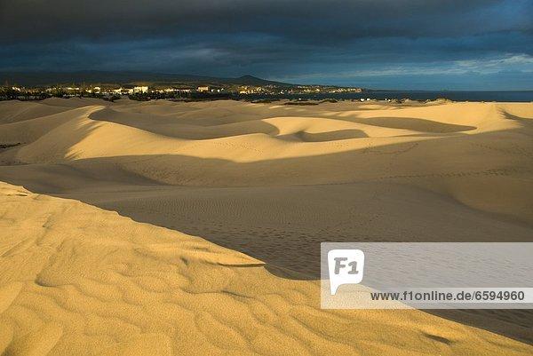 Spanien  Kanarische Inseln  Gran Canaria  Maspalomas  Duenen Sanduenen  Duenen am Meer  Abendlicht *** Local Caption ***